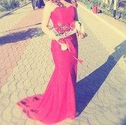 Продам красное  вечернее платье со шлейфом