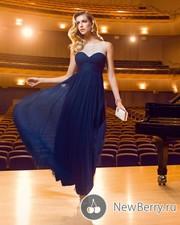 очень  красивое платье как на фото только нежно небесного цвета