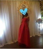 Красное атласное платье на выпускной